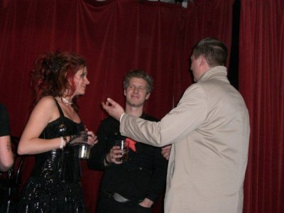 Magnus, Louise och jag i samspråk i Cornelis-rummet.